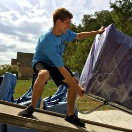 One of our expert Fort Worth movers in action.