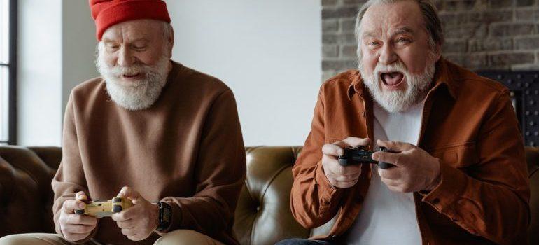 Elderly people paying video games