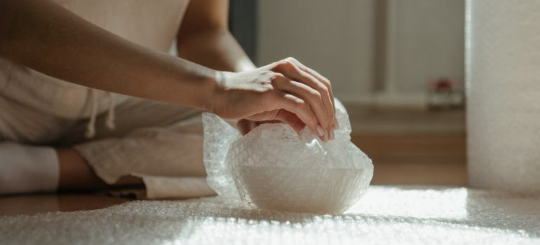 Safely pack porcelain when moving by wrapping it into bubble wrap